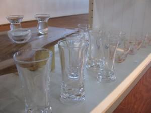 グラス 1,600円から 泡色ボール(奥)2,300円