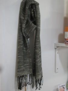 スラブ ¥4,104- 手で紡いだような糸、スラブ糸で織ってます。