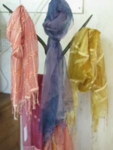 curupino(チュルッピーノ)さんの草木染シルクスカーフ