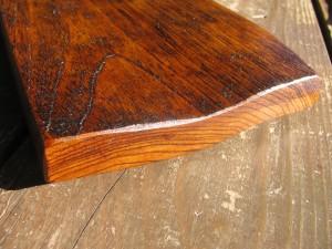 栓の木の反りを生かした漆皿