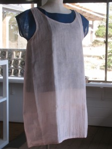 【ロングキャミソール】    ¥3,800 フレンチスリープ藍を重ね着してます