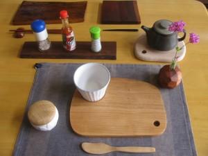 食卓をおしゃれに楽しく演出する、木の温もりアイテム